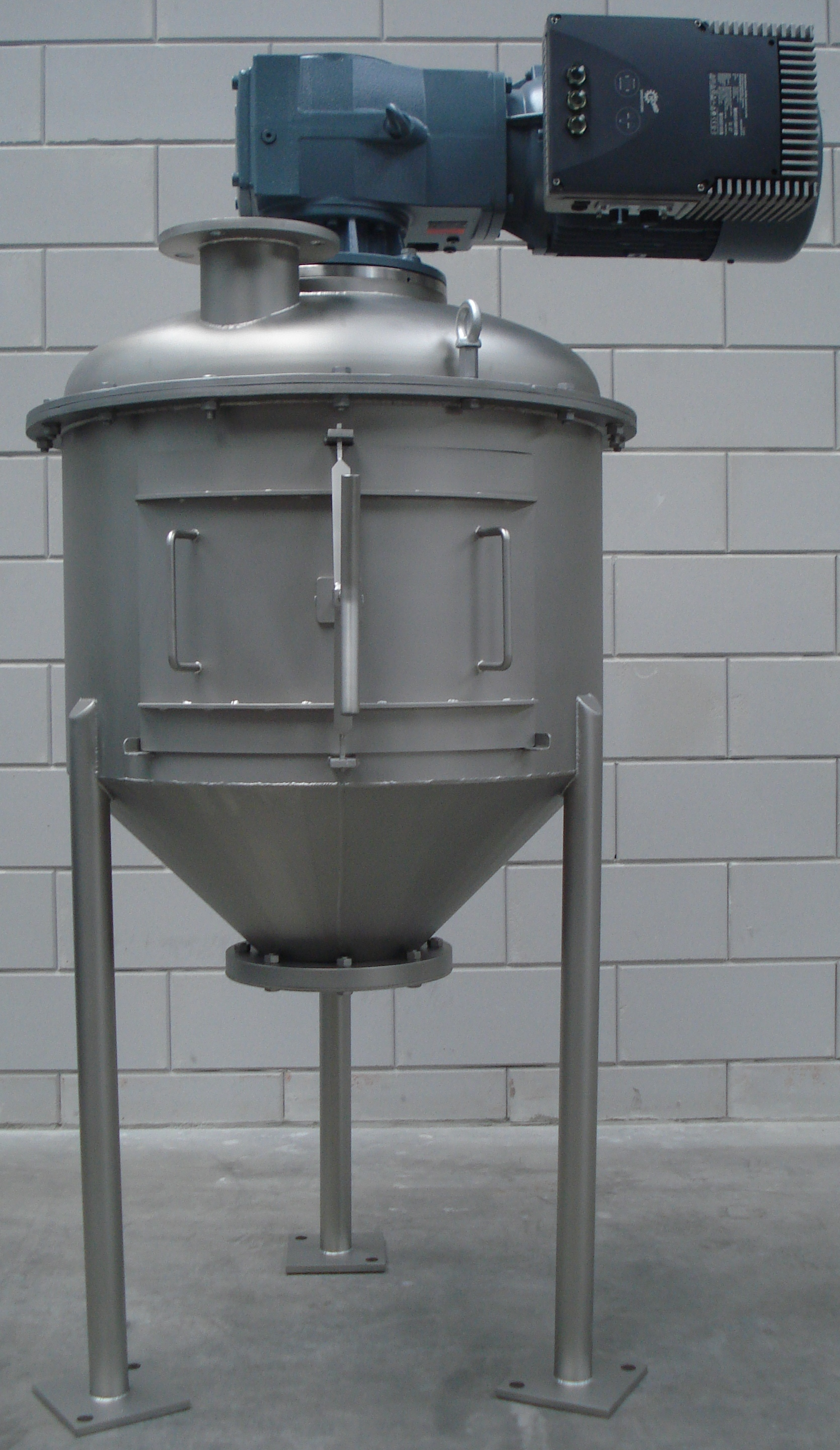 Ribbon blade mixer for dry substances and pastes