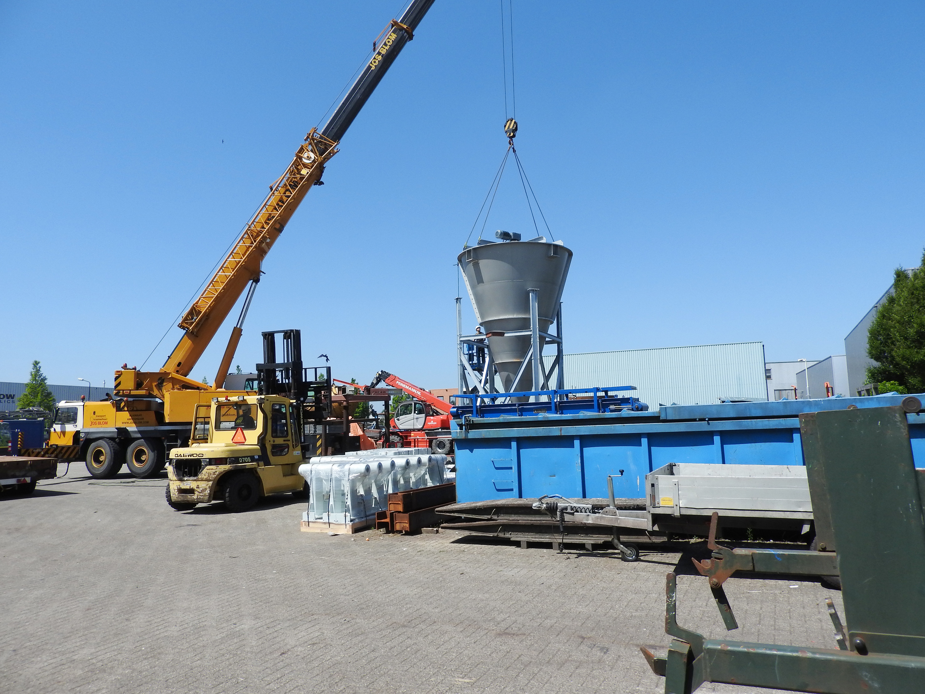 Industrial mixer installation